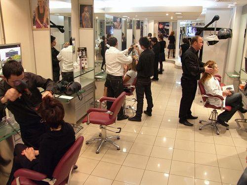 Florida'da saç kurutucusunun altında uyuyan kadın ve kuaför salonu sahibine para cezası verilir.