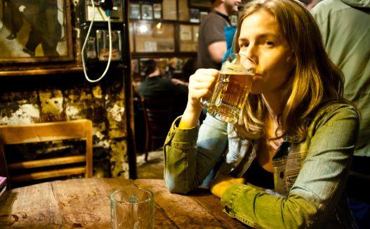 Texas LeFors'da ayakta 3 yudumdan fazla bira içmek yasaktır.