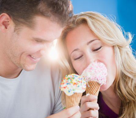 Kanada Ottowa'daki Bank Street'te pazar günleri dondurma yemek yasaktır.