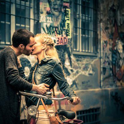 Arkansas'ın Little Rock kasabasındaki caddelerde öpüşenler hapisle cezalandırılır.