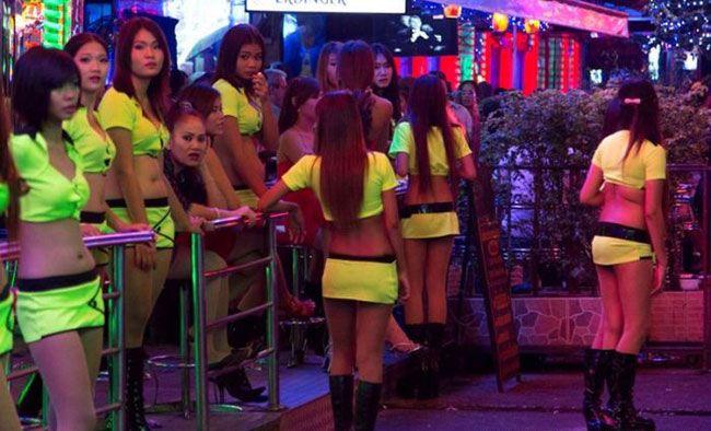 Tayland'da iç çamaşırı giymeden gezmek yasaktır.