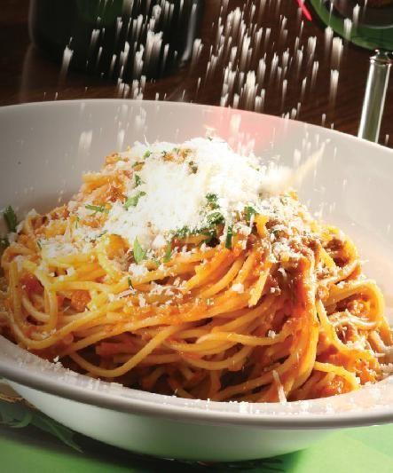 """Numnum  Gerçek bir """"aile restoranı"""" hayali olarak kurulan mekan, uluslararası örneklerde de olduğu gibi sadece ailelerin değil, gençlerin, çocuklu ailelerin, çiftlerin, genç profesyonellerin rahatlıkla geldiği bir mekan. Menüsünde; Lazanya, Penne Arrabiata, Spaghetti Bolognese, Ispanaklı Ravioli, Deniz Mahsullü Linguini, Penne Basquaise, Peynirli Tortellini gibi çeşitler barındırıyor.   Şubeler Kanyon, Maçka Paket Servis, Meydan, Astoria, Bağdat Caddesi,"""