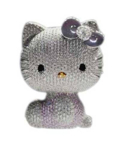 """Hello Kitty Sadece 590 gram olan """"Hello Kitty"""" heykeli platinden yapılmış ve fiyonku değerli taşlarla bezenmiş. Aralık 2006da Tokyodaki Mitsukoshi mağazasında satışa çıkmış ve kısa sürede alıcı bulmuş. Fiyatı : """"163"""" bin dolar."""