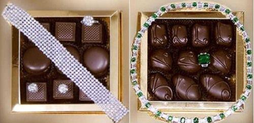 """Le Chocolate Çikolata Kutusu Mücevherle kaplı çikolata kutusu aslında çikolata kutusundan çok mücevher kutusunu andırıyor. Le Chocolate firması, Simons Jewelers firmasıyla işbirliğinin sonucunda ortaya çıkan kutuyu bir işadamı sevgilisi için doğum günü hediyesi olarak aldı. Fiyatı : """"1.5"""" milyon dolar."""