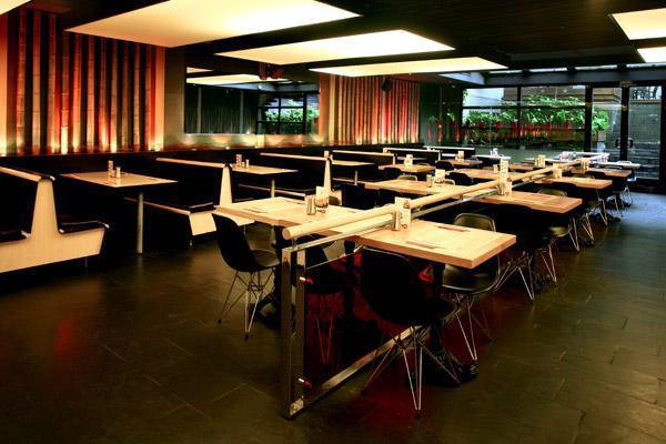 Sushico  Her gün 11.30-23.00 paket servisi ve 13 şubesinde; birbirinden Lzeetli Çin,Thai ve Japon yemekleri hizmeti veriyor. Uzakdoğu mutfağını günlük yaşamına katmak, lezzetli ve hesaplı bir yemek yemek isteyenler için doğru bir adres.   Tel: 0 212 279 32 22 Adres: İşKuleleri 3 Levent İstanbul
