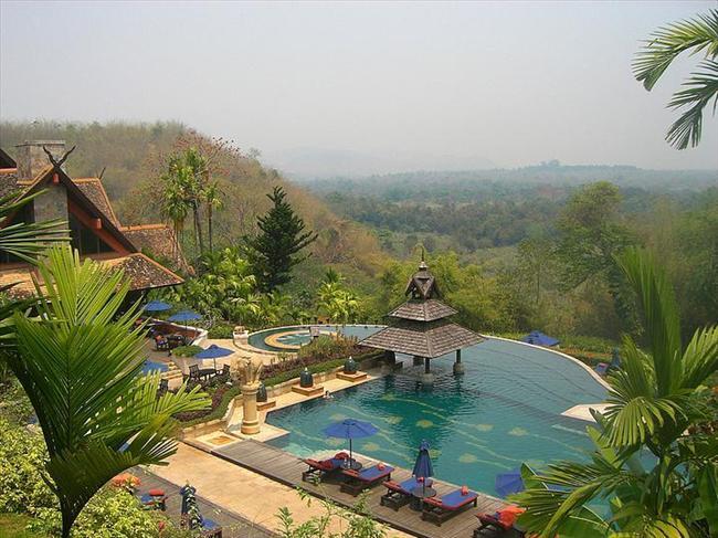 Golden Triangle Resort, Tayland  Kendine has stili ve manzarasıyla Chinag Rai şehrinde bulunan eşsiz bir havuz.