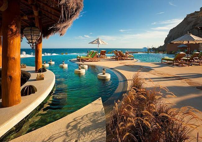 Capella Pedregal Resort, Meksika  Cabo San Lucas şehrindeki havuz yine çeşitli spa imkanlarına sahip.