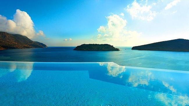 Blue Palace Resort & Spa, Yunanistan  Bu havuz da keskin kenarlı 142 küçük havuz barındırıyor.