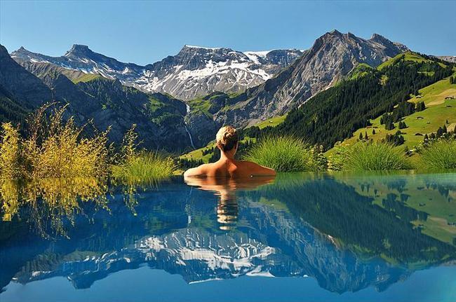 The Cambrian Hotel, İsviçre  Bu havuzun özelliği ise nefes kesici Alpler manzarası.