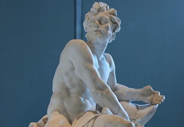 HEPHAESTUS: Çok fazla kız arkadaşı vardı.Karısı Afrodit'i yatakta Ares ile yakaladı. Onları balık ağına hapsedip Olimpos Dağı'nda herkese ifşa etti.Kendi annesini sihirli bir altın tahta oturttu ve kadıncağız bir daha o tahttan kalkamadı.