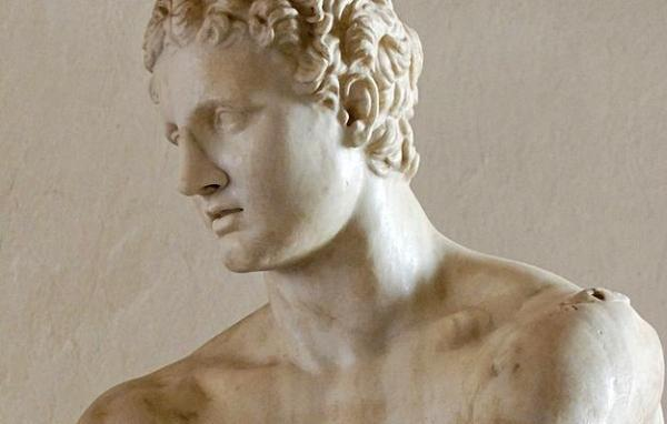 ARES:  Afrodit evliyken onunla birlikte oldu.Afrodit'e aşık olan başka bir tanrı Adonis'i öldürdü.Onun dışında da baya bir kişiyi öldürdü.Olimpos Dağı'ndaki tahtı insan derisinden yapılmıştı.O kadar rezil bir adamdı ki, hiç bir Yunan şehri onun şehirlerinde kalmasını istemiyordu.