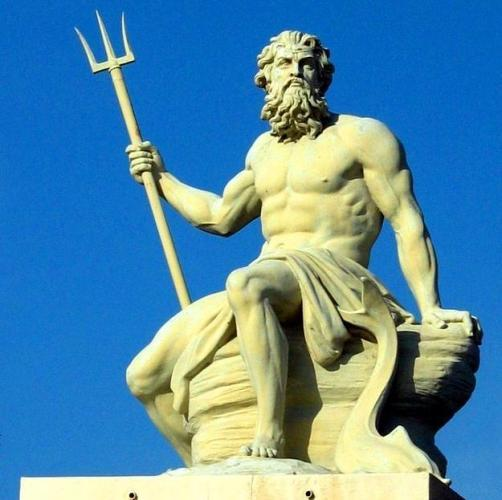 POSEIDON: Medusa'ya çocuk olmasına rağmen tecavüz etti.Kendi kız kardeşi Demeter'e de tecavüz etti. Hem de kız Poseidon'dan kaçmak için kendisini Kısrağa çevirmesine rağmen. Poseidon yine yaptı, kendini aygıra çevirip..Odysseus'un hayatını zehir etti.Bir boğayı Kral Minos'un karısına tecavüz ettirdi.Canı sıkıldıkça deprem yarattı.
