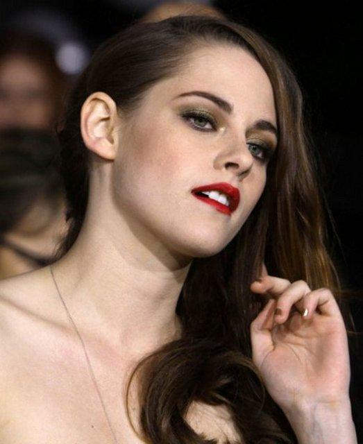 Hollywood'un masum yüzlü yıldızı Paltrow'un ilk sırada yer aldığı listenin ikinci sırasında, erkek arkadaşı Robert Pattinson'ı evli yönetmen Rupert Sanders ile aldattığının ortaya çıkmasıyla eleştirilere maruz kalan Kristen Stewart yer aldı.