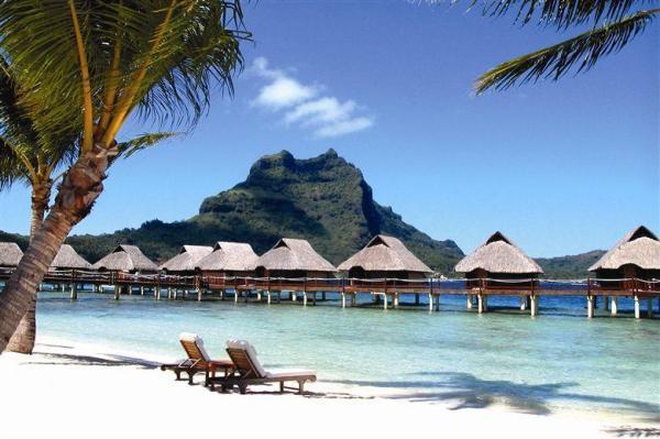 Güney Pasifik'teki Bora Bora adaları  Fransız Polinezyası olarak çok fazla bilinmese de Tahiti'nin 150 mil kuzeybatısında ve Güney Pasifik adasının 18 mil uzaklığındadır.