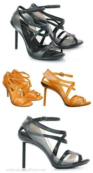 Hem uzun ömürlü hemde şık olan plastik ayakkabılar çok fazla ilgi görüyor.