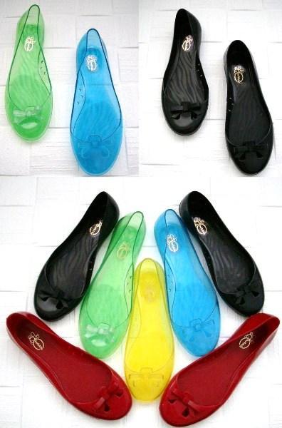 Babet, topuklu, çizme, terlik her modelde üretilen plastik ayakkabılar bizlere geniş bir ürün yelpazesi sunuyor.
