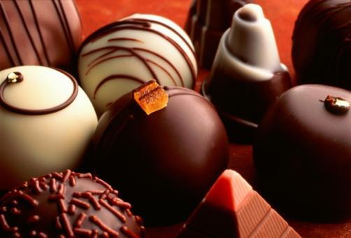 Koç   Her konuda en iyi olmayı seven Koç çikolata konusunda da seçicidir. Belirli bir tercihi yoktur, ancak yiyeceği çikolata son derece iyi kalite ve güzel paketlenmiş olmalıdır. Egzotik tatlılarla arası iyi olduğundan farklı lezzetleri denemeye açıktır!