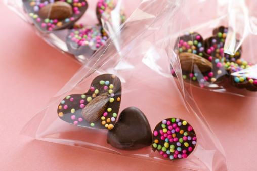 Yengeç   Her konuda ince eleyip sık dokuyan Yengeç'ler çikolata konusunda da aynı hassasiyeti gösterirler. Yaptıklarından zevk almak onlar için önemlidir. Bu yüzden keyif alabilecekleri her türlü lezzetli çikolatayı tercih ederler.