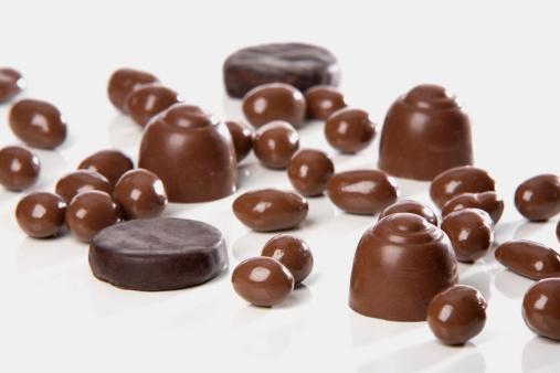 Yay   Keyfine düşkün Yay, her seçiminde olduğu gibi çikolata seçiminde de önce ambalajından başlar. Nostaljik paketlerdeki her çikolata hoşuna gidecektir.