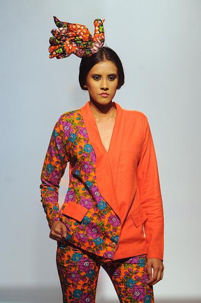 Sri Lanka, Hindistan, Pakistan ve Filistinli Moda Tasarımcıları'nın marjinal kıyafet ve mayolarının tanıtıldığı Colombo Moda Haftası'nda birbirinden şık Hint stili objektiflere yansıdı...  Moda Kanalları Editörü: Burcunur Yılmaz
