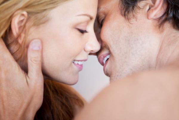 Balık erkeği  Onun için öpücük bir yemindir. Eger aşıksa dudakları adeta romantizm fışkırtır. Bu kadar duygulu olabilmesi için öptügü kişiye sonsuz güvenmesi gerekir.  Balık kadını  Hayalindeki erkek olunca, kendini tamamen onun dudaklarına bırakır. Başkaları isteklerini kelimelerle ifade ederken, Balıkları bunu en iyi şekilde dudaklarıyla yapar.  En iyiler: Yengeç, Oğlak, Boğa, Başak Riskliler: Koç, Yay, Kova, Akrep