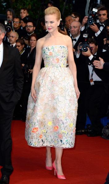 6. Cannes Film Festivali açılış töreninde ilk olarak ünlülerin şıklık yarışını izledik. Ancak bu sene jüride olduğu için çok sık göreceğimiz Nicole Kidman'ı ve her daim şüphesiz bir güzellik olan Cara Delevingne'ı bu yarışta kimse geçemeyecek gibi görünüyor. Hala devam eden festivalde bakalım daha kimleri bu yarışta göreceğiz...  Moda Kanalları Editörü: Duygu ÇELİKKOL