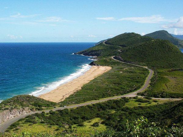 2. St. Kitts ve Nevis:  İkiz adalardan St. Kitts ve Nevis'te isterseniz sakin bir tatil yapabilir isterseniz, eğlence dolu bir maceraya atılabilirsiniz.