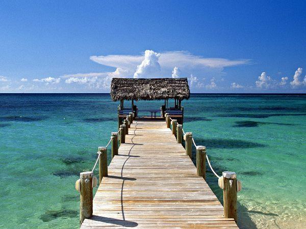 5. Bahamalar:  Spor tutkunuysanız özellikle Bahamalar size uygun. Golf turizmi başta olmak üzere spor dalları üzerine sürekli etkinlikleri olan, kayalık dalışlarıyla ünlü Bahamalar zengin bir kültüre sahip.