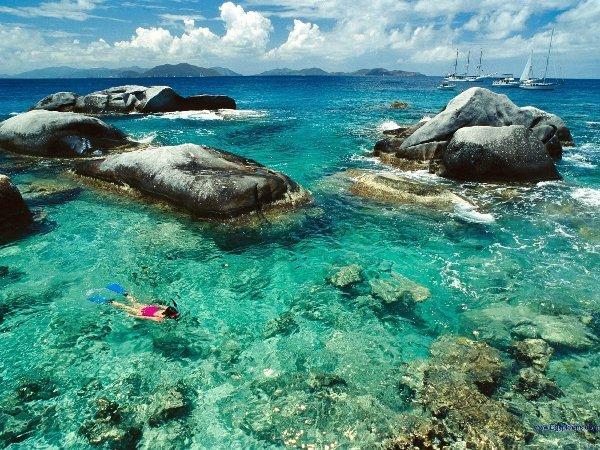7. İngiliz Virgin Adaları:  Virgin Adaları'ndan Birleşik Krallığa ait olan bu adalar grubu da diğer adalar gibi hem eğlence, hem kültür, hem de dingin bir tatil sunuyor. Spor tutkunlarının takip ettiği ada grubudur.