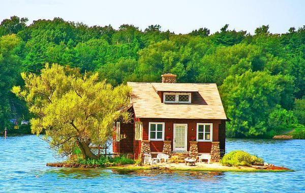 Kanada'daki bu süper sevinli evin minik bahçesinde...