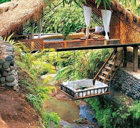 Bali'deki bu nehir evinde...