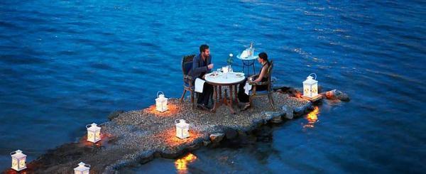 Mikonos'ta bu romantik masada...