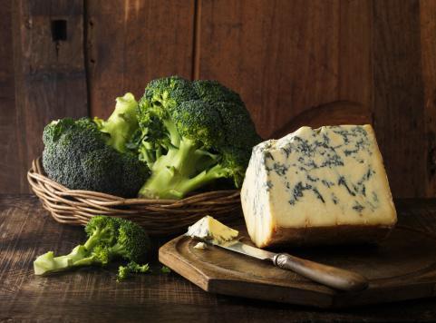 Brokoli yüksek düzeylerde diyet lifi ve vitaminler içeren bir gıda kaynağıdır. Ayrıca görünümü minyatür bir ağacı anımsatır.