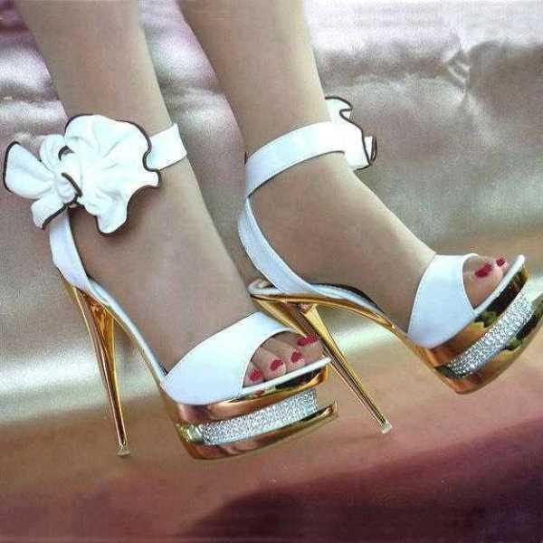 Fiyonk detaylı beyaz ayakkabı