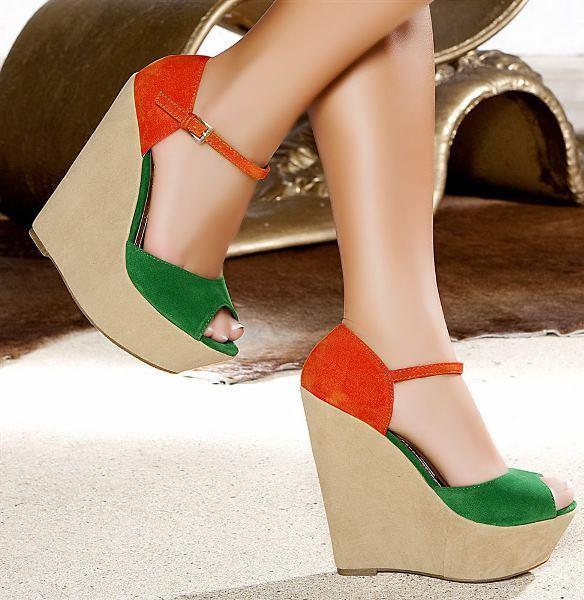 Dolgu topuk yeşil ayakkabı