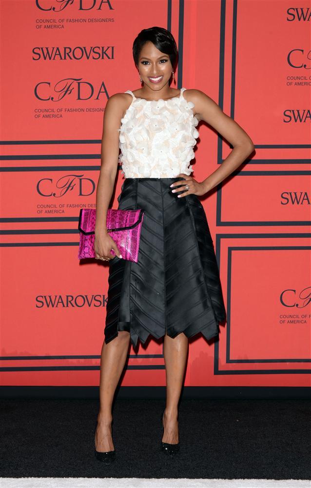 Geçtiğimiz Pazartesi günü New York'ta düzenlenen Amerikan Moda Tasarımcıları Konseyi Ödülleri, birbirinden şık ünlülerin görsel şölenine ev sahipliği yaptı. İşte zerafetin ve şıklığın yarıştığı ödül töreninden görüntüler...  Alicia Quarles   Moda Kanalları Editörü: Burcunur YILMAZ
