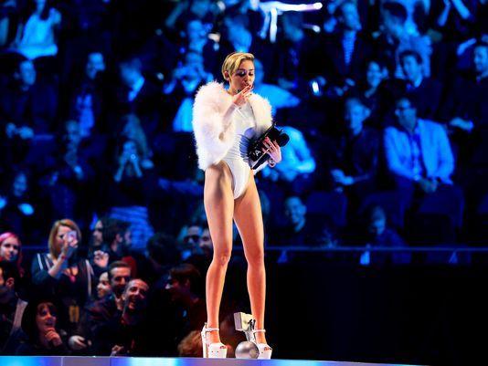 Miley Cyrus son klibiyle olay yarattı - 3