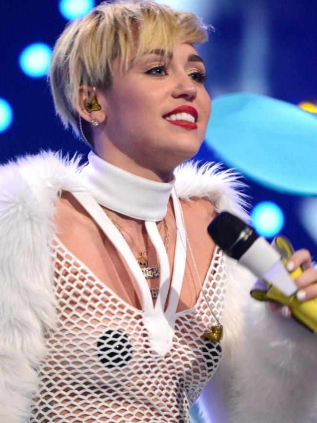 Miley Cyrus son klibiyle olay yarattı - 33