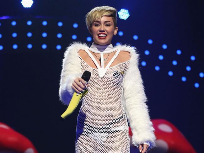 Miley Cyrus son klibiyle olay yarattı - 35