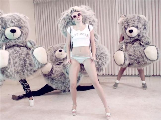 Miley Cyrus son klibiyle olay yarattı - 55