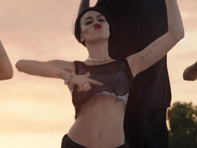 Miley Cyrus son klibiyle olay yarattı - 56