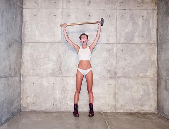Miley Cyrus son klibiyle olay yarattı - 74