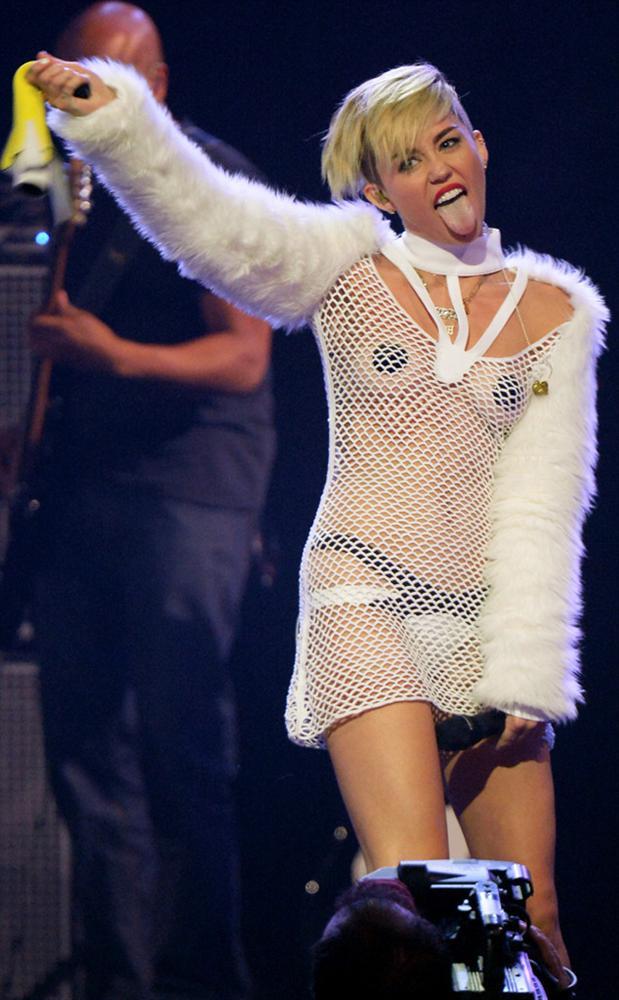 Miley Cyrus son klibiyle olay yarattı - 39