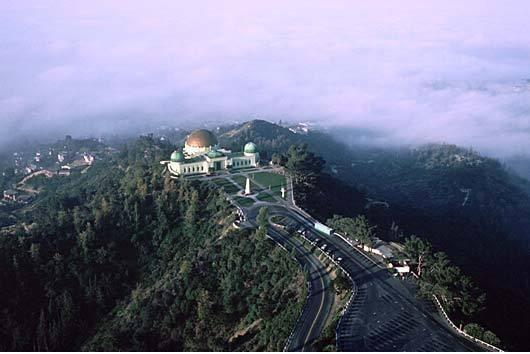 Los Angeles, Griffith Park  4310 dönümlük bir arazinin üzerine kurulan Griffith Park, Kuzey Amerika'daki en büyük parklardan biri. Tüm yıl açık olan bu park 1896 yılından beri halka kapılarını açıyor ve yılda ortalama olarak 10 milyon ziyaretçi çekiyor.
