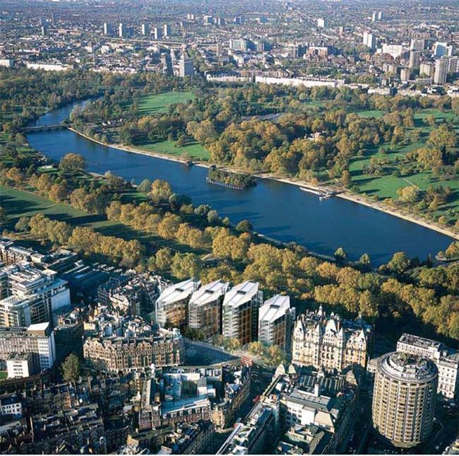 Londra, Hyde Park  1637 yılında kurulan Hyde Park, 2,53 km karelik bir alan üzerinde kurulmuş. 1851 yılında Great Exhibition döneminde de bu park halkın toplanma yeri olarak belirlenmiş ve o dönemden itibaren bu park toplu olarak yapılan gösterilerin merkezi haline geldi. İngiltere ve Londra'nın en büyük parklarından biri olan Hyde Park, büyük konserlere de ev sahipliği yapmasıyla biliniyor.