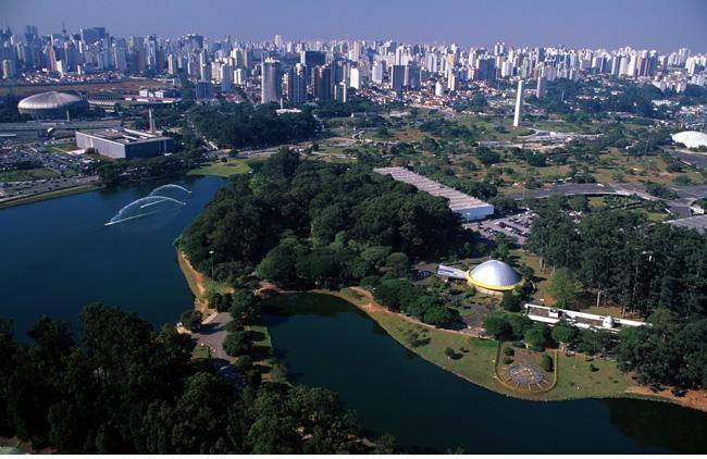 Sao Paulo, Ibirapuera Park  Güney Amerika'nın en büyük ve en önemli parklarından biri olan Ibirapuera Park için Central Park'ın Sao Paulo şubesi demek mümkün. 1954 yılında, şehrin 400. yılını onurlandırmak için kurulan park tüm yıl boyunca halka açık.