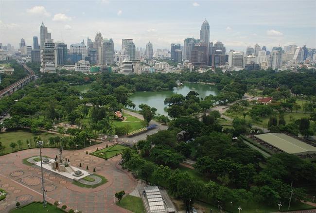 Bangkok, Lumphini Park  142 dönüm arziye kurula Luphini Park, akşam koşucuları için oldukça ideal bir park olarak öne çıkıyor. Parkta saat sabah 10 ile öğlen 3 arasında bisiklet sürmek serbest ve parkın tamamında sigara içme yasağı bulunuyor. Park 1920 yılında Kral VI Rama tarafından inşa edildi.