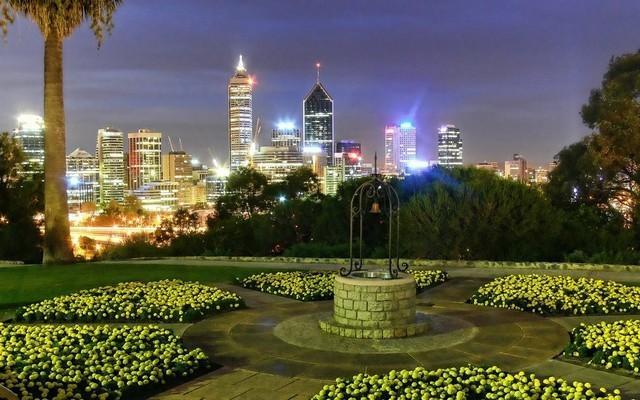 Avustralya, Kings Park  4,06 km karelik bir alana dağılmış olan Kings Park, Batı Avustralya'da yer alıyor. Dünya üzerinde bir şehrin içinde bulunan en büyük parklardan biri olma özelliği taşıyan bu parka bir yıl içinde 5 milyondan fazla ziyaretçi geliyor.