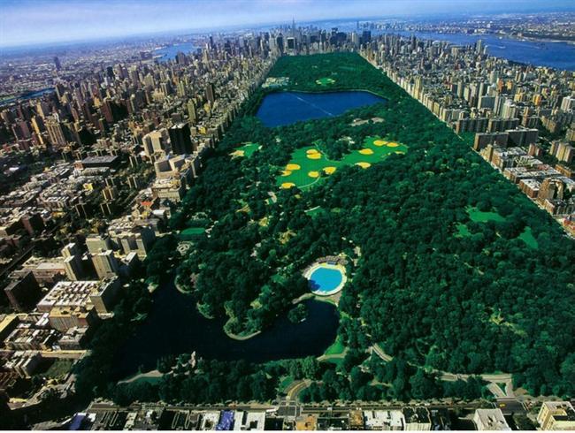 New York, Central Park  1857 yılında açılan Central Park, 840 dönümlük bir arazinin üzerine kuruldu. İlk kurulduğunda ise 778 dönümlük bir alanın üzerine inşa edilmişti. Central Park, ABD sınırları içinde en çok ziyaret edilen park olarak da biliniyor ve yaklaşık 37,5 milyon ziyaretçi her yıl bu parkı ziyarete geliyor. (Onedio)