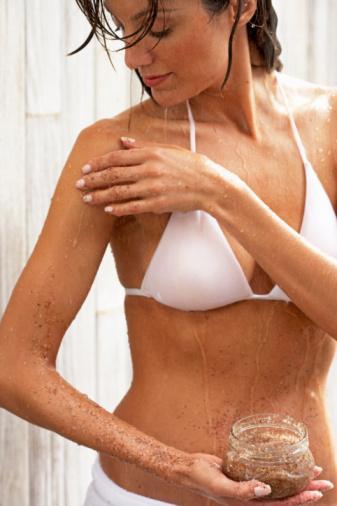 Vücut peeling'i   Stil sahibi olmak yumuşak bir cilt gerektiriyor.  Haftada en az iki kere vücudunuza uygulayacağınız peeling ile ölü deri hücrelerinizden arınabilir, hoş aromaları ile kendinizi ferahlamış hissedebilirsiniz.
